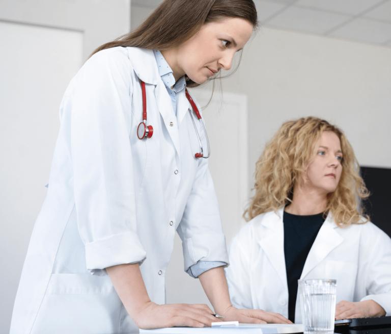 Lekarki bacznie obserwują dane